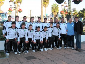 La selección sub-19 de fútbol sala de Ceuta, poco antes de embarcar rumbo a la Península
