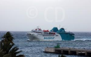Momento en el que el 'Passió per Formentera' llegaba al puerto ceutí a las 16.30 horas