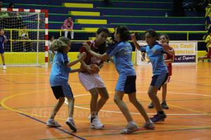 Todos los partidos de la Liga escolar de balonmano base se disputan en el polideportivo 'La Libertad'