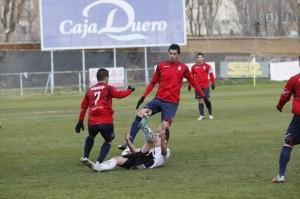 Juan Antonio Cabrera aportó consistencia y salida del balón en el puesto de pivote defensivo