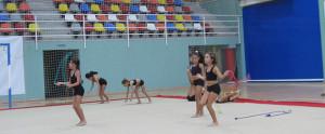 Las alumnas realizan distintos ejercicios durante las clases