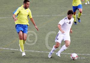 Félix con la camiseta del Atlético de Ceuta ante el Coria en el Martínez Pirri