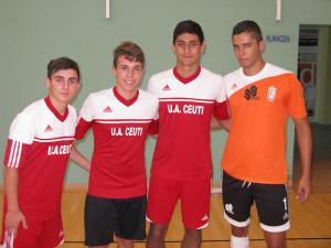 Moncho, a la izquierda, es uno de los juveniles del Ciudad de Ceuta incorporados por Chito a la pretemporada del Ceutí FS