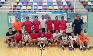 Los integrantes de ambos conjuntos posan en el pabellón 'Guillermo Molina'
