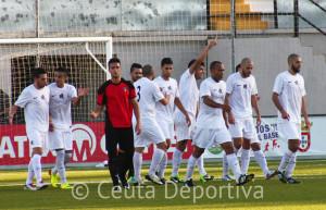 Ángel García celebra el primer gol que consiguió la AD Ceuta FC en el cómodo triunfo ante el Ayamonte