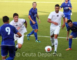 El Ceuta venció en el estreno de la Liga al CD Alcalá por 2-1 en el Alfonso Murube