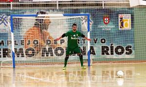 Abel Casas, instantes antes de detener un doble penalti en el partido ante el Ategua