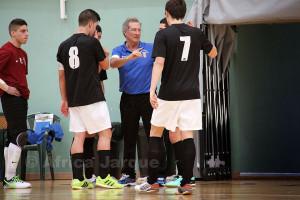 Carli, dando instrucciones a sus jugadores durante el partido de la semana pasada ante el Sanix de Cádiz