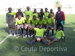 Equipo de residentes del CETI participante en el I Torneo Convivencia de Fútbol 7