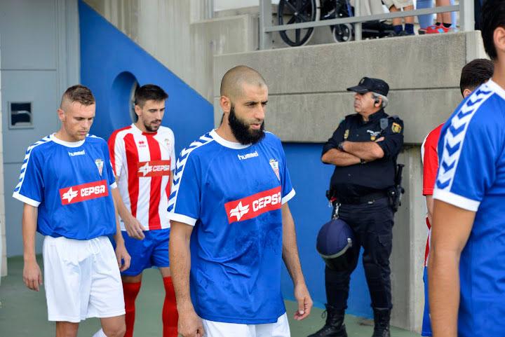 El Ceuta ha tenido que vestir con la segunda camiseta del Algeciras al no  permitirle el árbitro jugar de blanco 2d2e9147d53a4